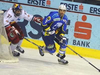 Medveščak u Salzburgu, Medvjedi otvorili polufinale porazom