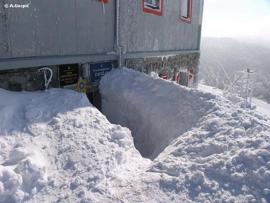 Na Zavižanu noćas izmjereno 195 cm snijega