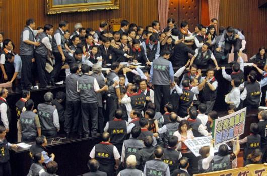 Opet se potukli tajvanski zastupnici, imamo i VIDEO