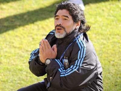 Maradona ostaje izbornikom