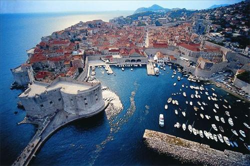 Dubrovnik pun kao šipak