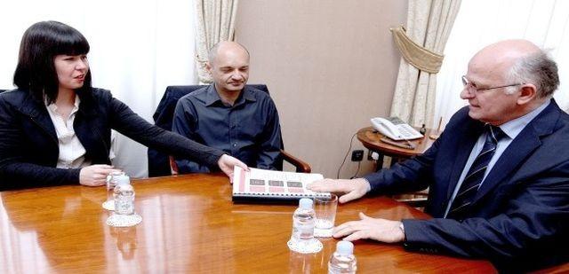 Udruga Franak predala peticiju Saboru, Vladi i HNB-u