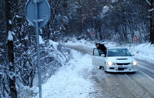 Snijeg pada u većini zemlje