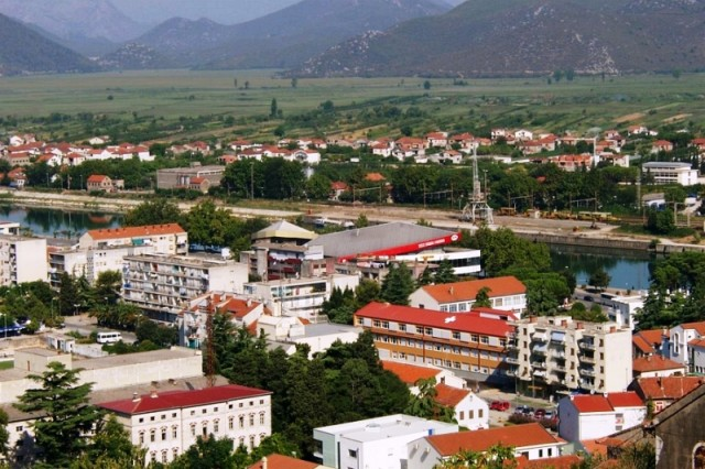 Stotine građana na skupu potpore pedijatrici u Metkoviću