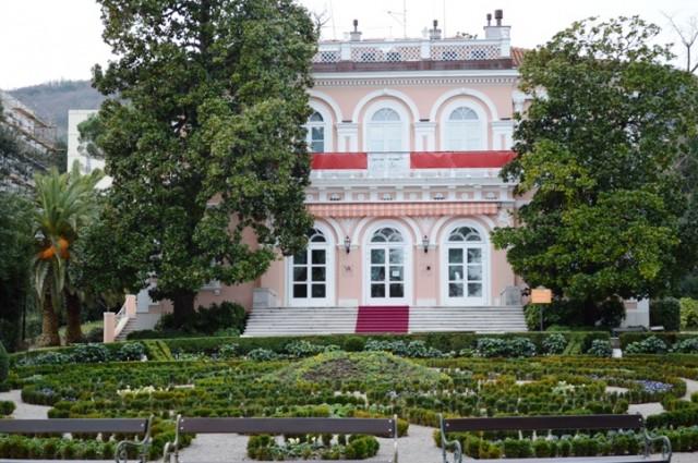 Villa Angiolina dobila veliku crvenu kravatu