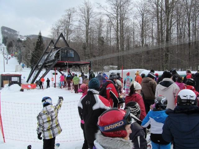 Na hrvatskim skijalištima čekanje i do 45 minuta na žičaru!