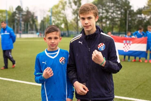 Mladi nogometaši razmijenili narukvice prijateljstva