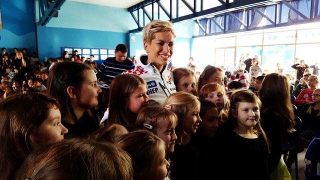 Nika Fleiss učenicima uručila ulaznice za utrke Vip Snow Queen Trophy