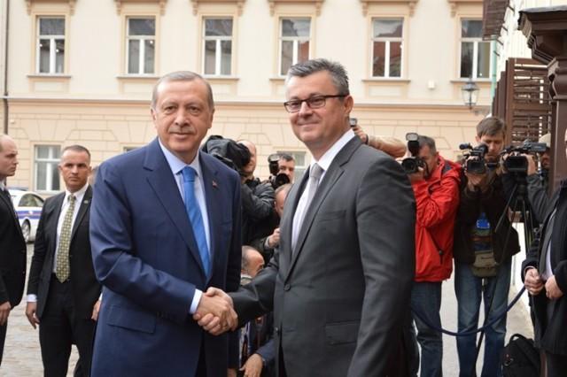 Predsjednik Vlade Tihomir Orešković sastao se s turskim predsjednikom Recepom Tayyipom Erdoğanom