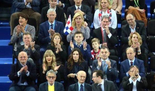 Zna li predsjednica Hrvatske koja je hrvatska zastava službena?