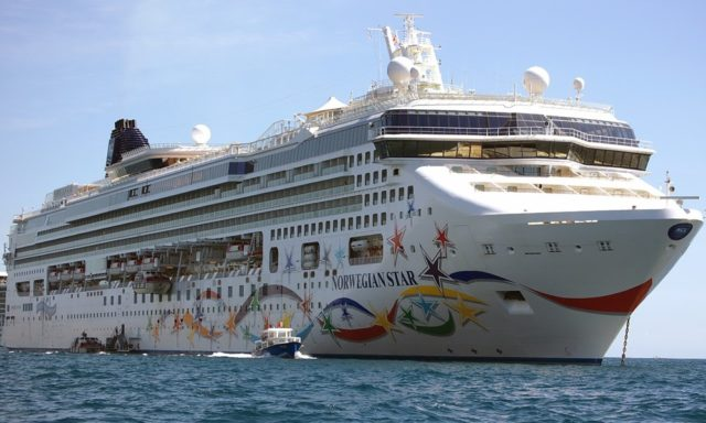 U luku Split uplovila tri kruzera s oko 10 tisuća putnika