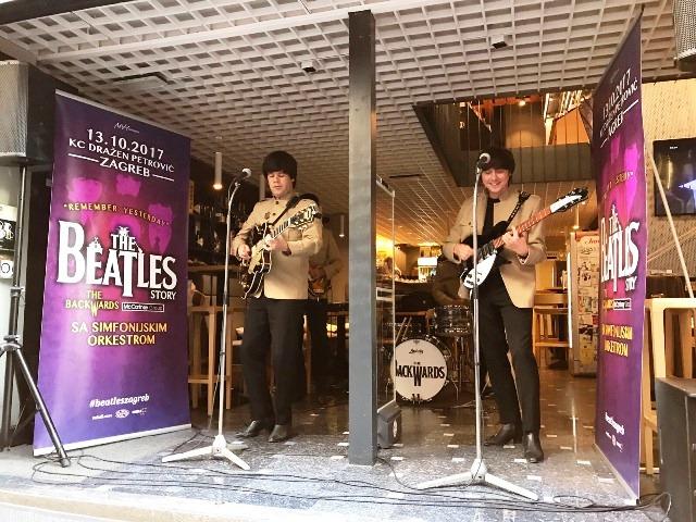 "Ususret velikom spektaklu, ""Beatlesi"" zapjevali u centru Zagreba"