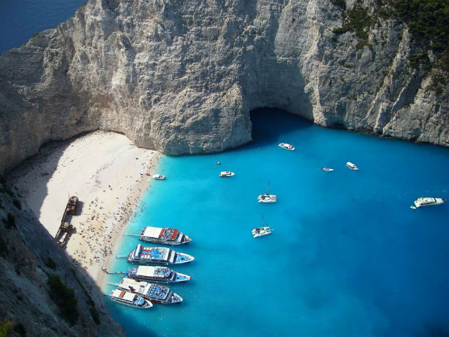 Grčka ovisna o turizmu na pragu je bijede