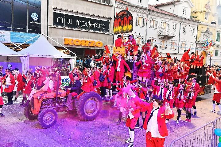 Više od 10.000 maškara pregazilo zimu i zatvorilo Riječki karneval