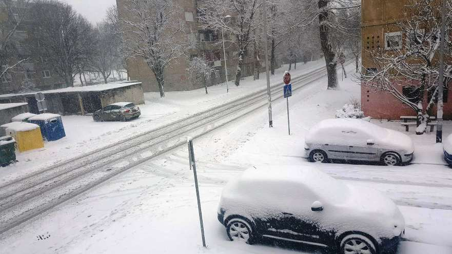 Snijeg stvara probleme – vojska pomaže