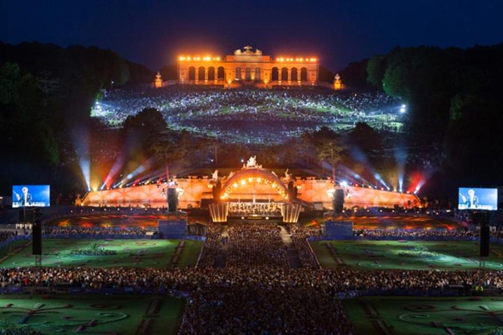 Koncert bečkih filharmoničara u parku dvorca Schönbrunn i ove godine besplatan