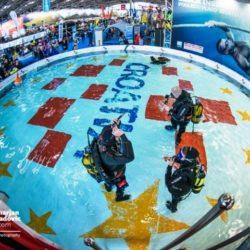 Ronilački spektakl iznenadio mnogobrojne turiste besplatnim probnim ronjenjem