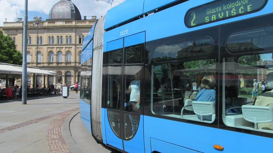 Zbog iskakanja tramvaja zatvoren promet Maksimirskom ulicom u Zagrebu