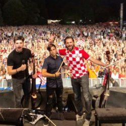 2CELLOS u hrvatskom dresu usred Londona!