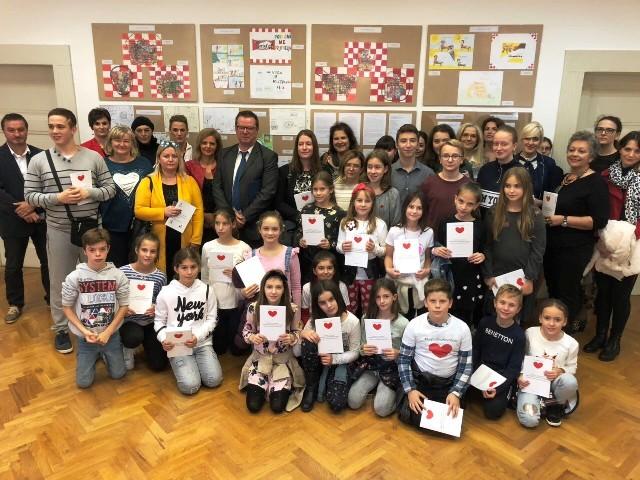 """Izložba """"Učenici i studenti Primorsko-goranske županije u akciji Kupujmo hrvatsko"""""""