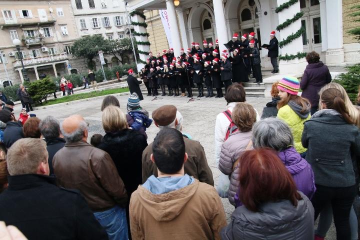 Božićna placa i božićni koncert na dar u Zajcu