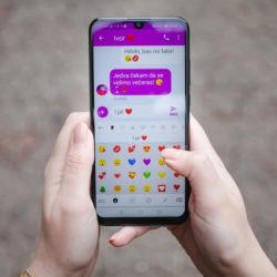 Zaljubljeni Hrvati manje razgovaraju, a više tipkaju poruke