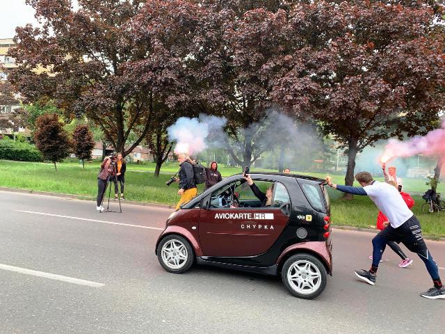 Srušen je Guinnessov rekord u guranju automobila