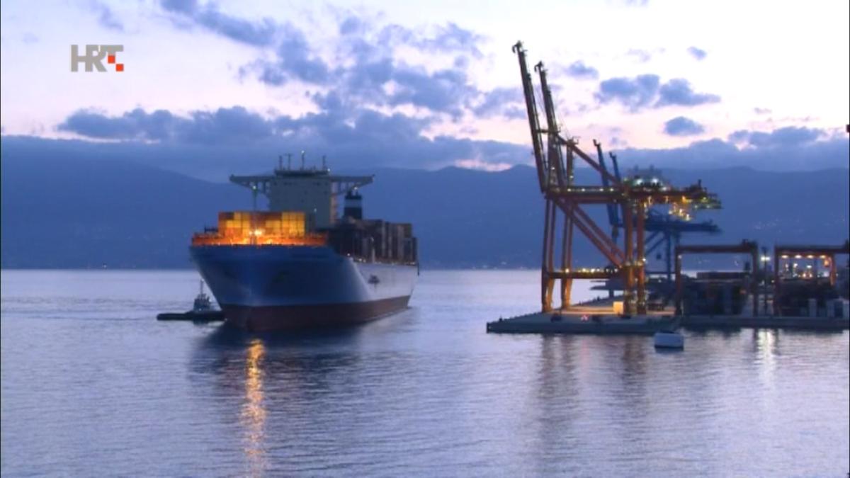 U riječkoj luci do sada najveći kontejnerski brod