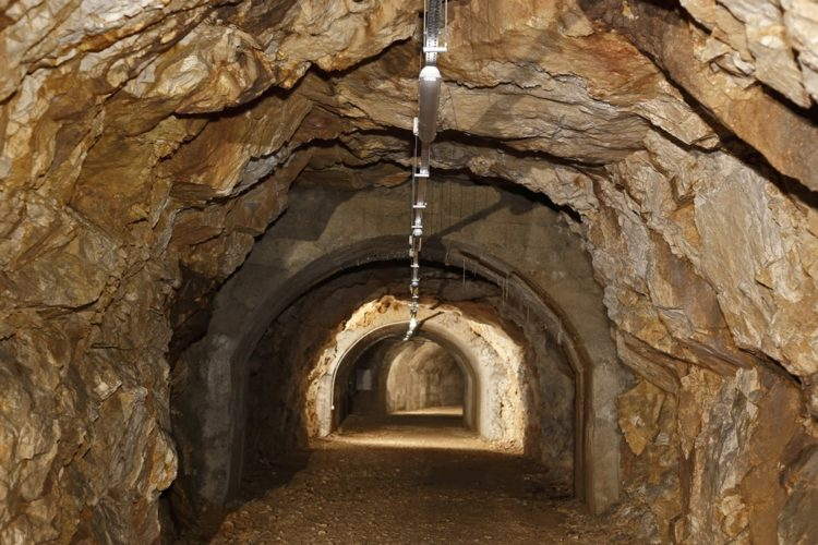 Advent u tunelu