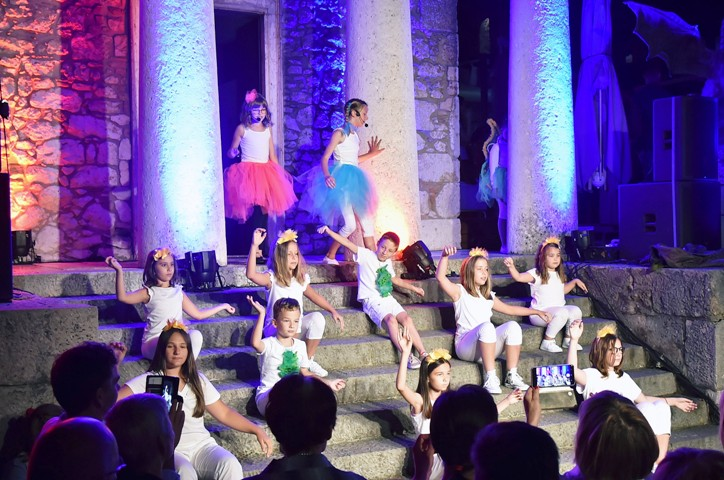 Gromoglasnim pljeskom publika Ljeta na Gradini ispratila Maratonovih 11!