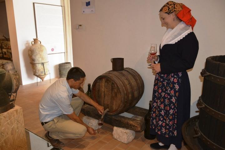U Putnikovićima otvoren spomenik težaku i vinogradu