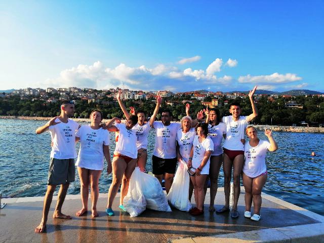 U akciji čišćenja plaže Pod Loparom i obale otoka San Marina prikupljeno šezdesetak kilograma otpada