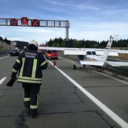 Mali sportski zrakoplov prisilno sletio na autocestu A6