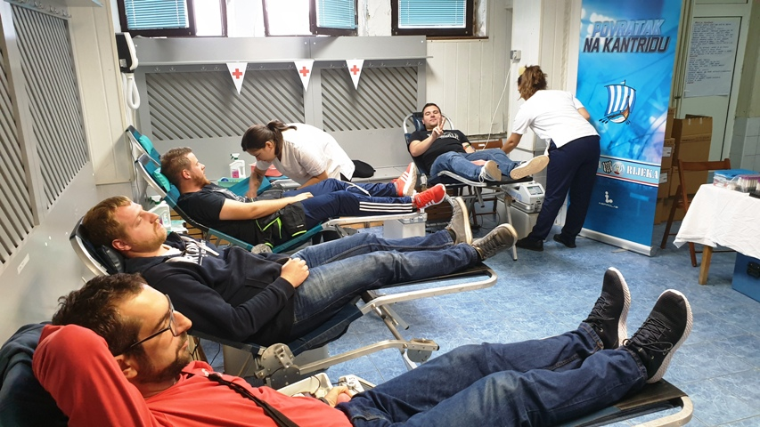 Brojni Riječani odazvali se na dobrovoljno darivanje krvi na Kantridi