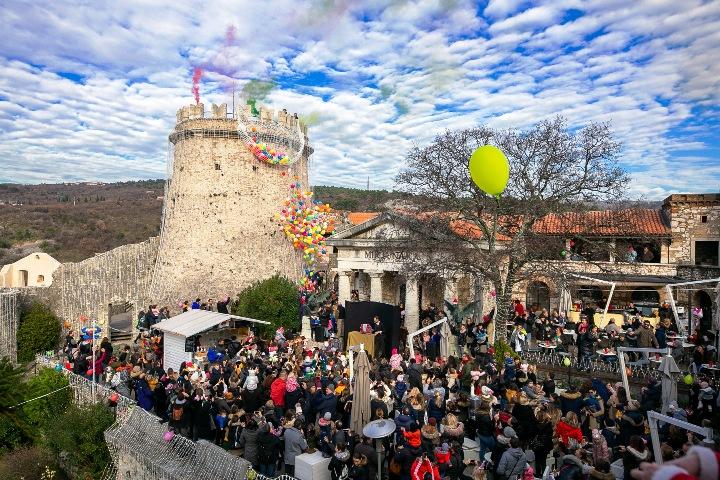 Brojni posjetitelji uživali u čak dva dočeka Nove godine na Gradini!