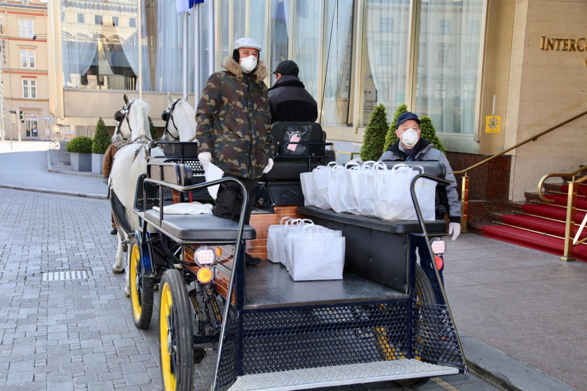 Bečki fijakeri umirovljenicima dostavljaju besplatne obroke
