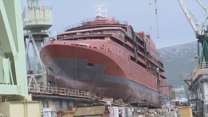 Porinut putnički brod za polarne ekspedicije