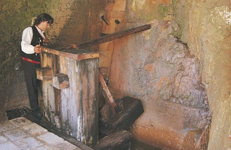 NP Krka, obnovljena stupa na Skradinskom buku i Roškom slapu