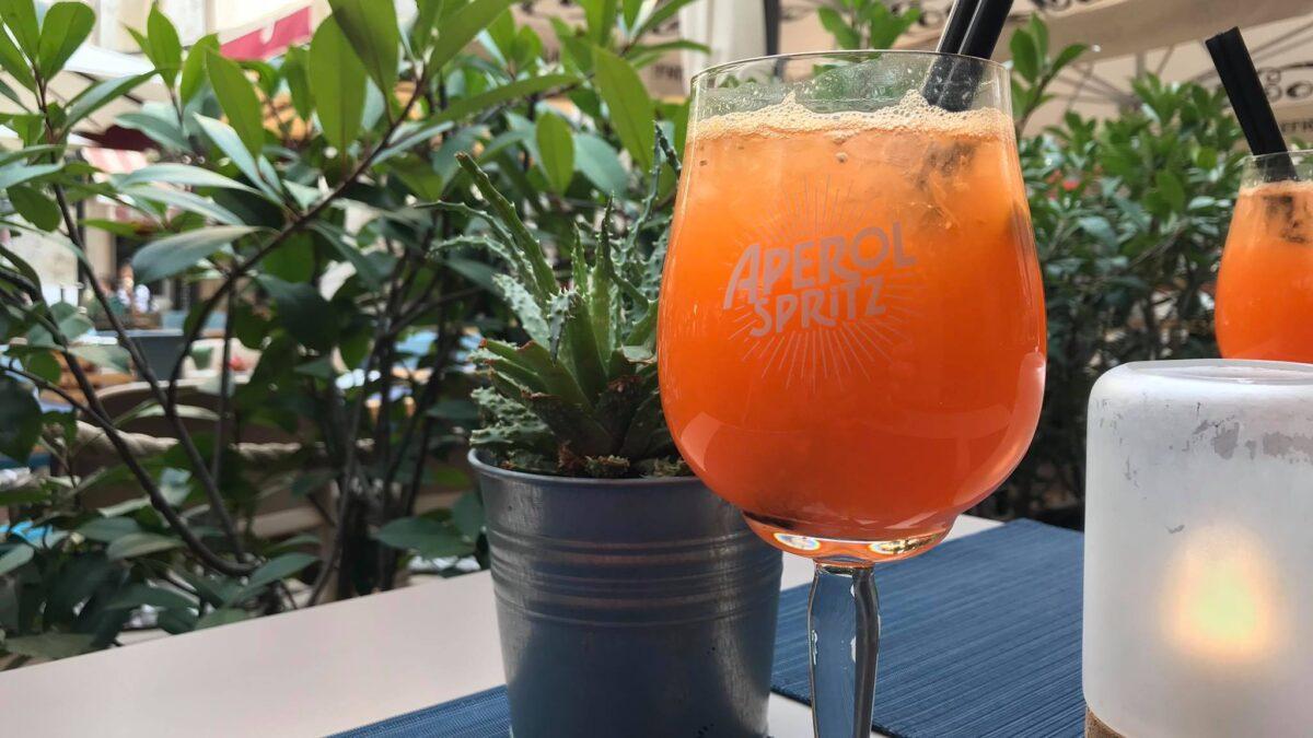Sve više Hrvata i Talijana pije Aperol spritz s narančom