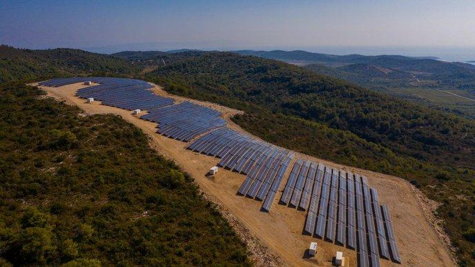 Na Visu otvorena najveća sunčana elektrana u Hrvatskoj