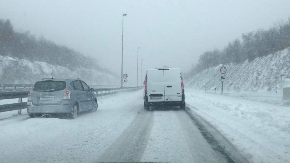 Prometni kolaps na autocesti u Gorskom kotaru izazvali su neodgovorni vozači.